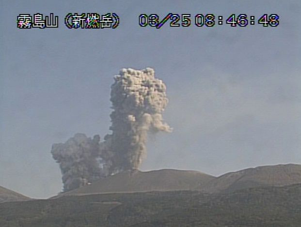 Shinmoedake - eruptive plumes and co-pyroclastic 25.03.2018 at 8:46 and 8:48 - webcam JMA