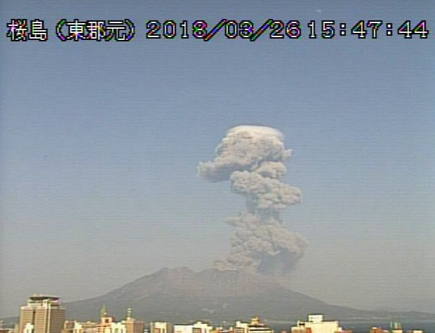 Sakurajima  - 26.03.2018 / 15h47 & 16h03 -  webcam JMA