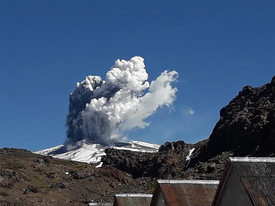 Phreatic eruption in Copahue, seen from Baños De Copahue, Neuquen, Argentina - 24.03.2018 / 14h40 - photo Silvy Erice. / FB