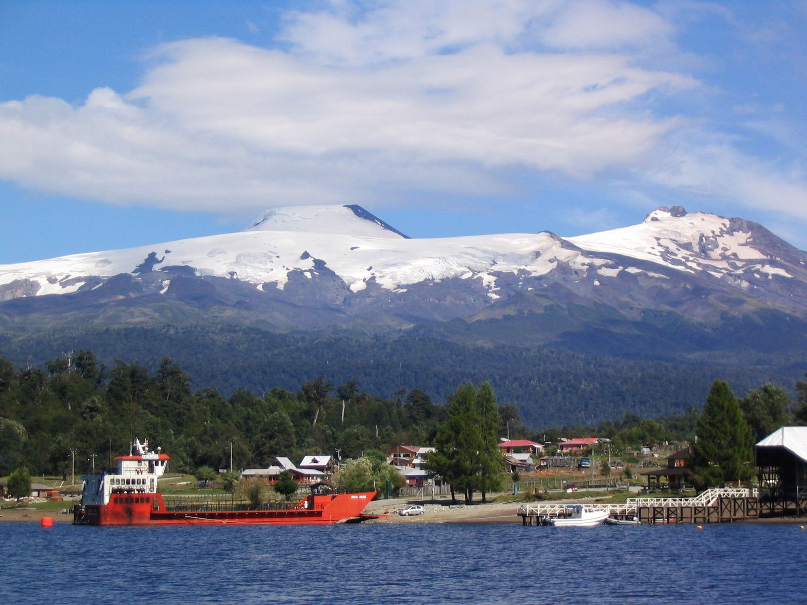 Mocho-Choshuenco complex - Volcán Mocho (left), Choshuenco (right) Puerto Fui and Lago Pirihueico (in the foreground). - picture Avodrocc