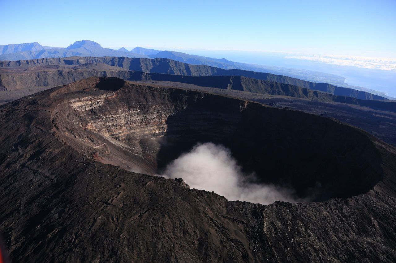 Piton de La Fournaise, summit crater Dolomieu - photo archives © Bernard Duyck
