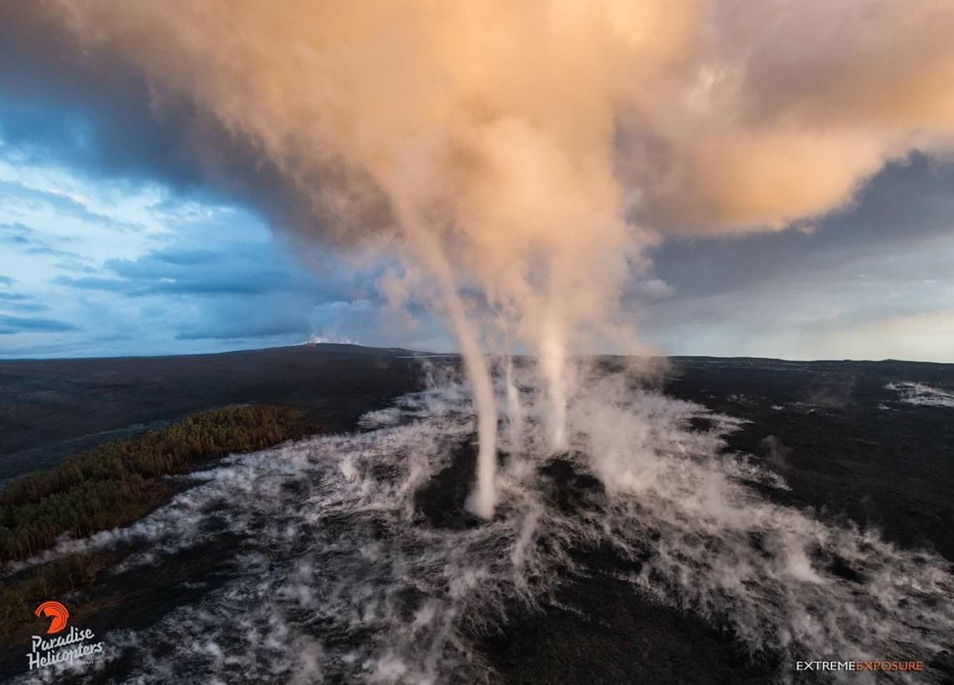 Kilauea - the 61 g lava flow after a morning rain 29.03.2018 - the steam forms successive vortices - photo Bruce Omori / Extreme exposure / Paradise helicopters