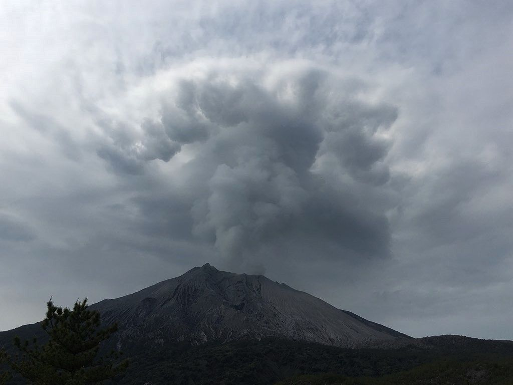 Sakurajima - 01.04.2018 - eruption of the Minamidake crater - photo James Reynolds