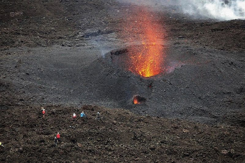 Piton de La Fournaise - an unconsolidated projection cone has been installed near the active vent - photo IMAZPRESS 03.04.2018
