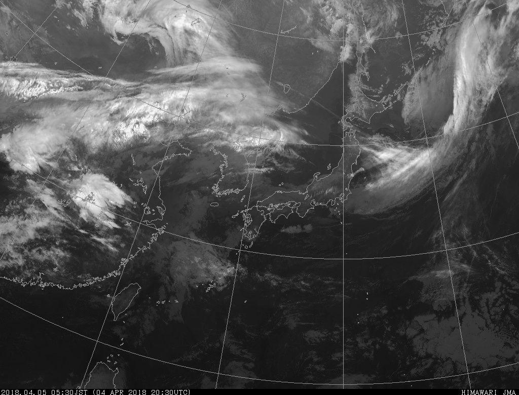 Le panache de l'éruption de ce 5 avril 2018 au Shinmoedake à 04h, 04h10 et 5h30