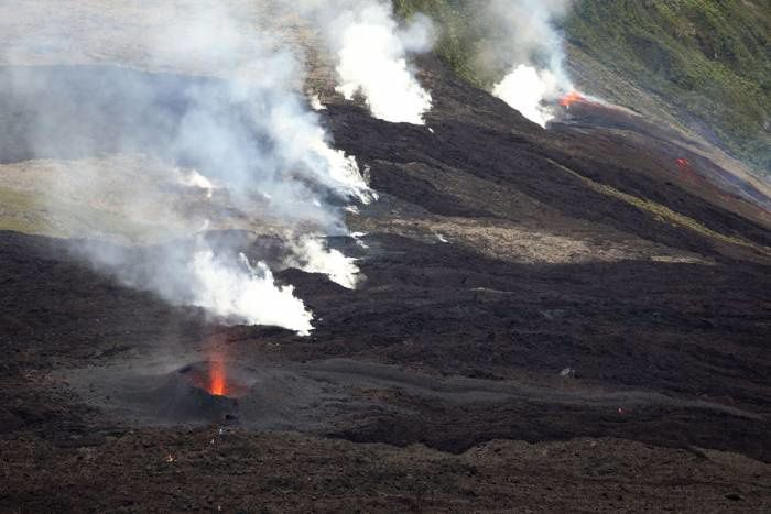 Piton de La Fournaise - 03.04.2018 - the three zones of surface activity,  direction main cone - Nez Coupé of St Rose - photo IPR