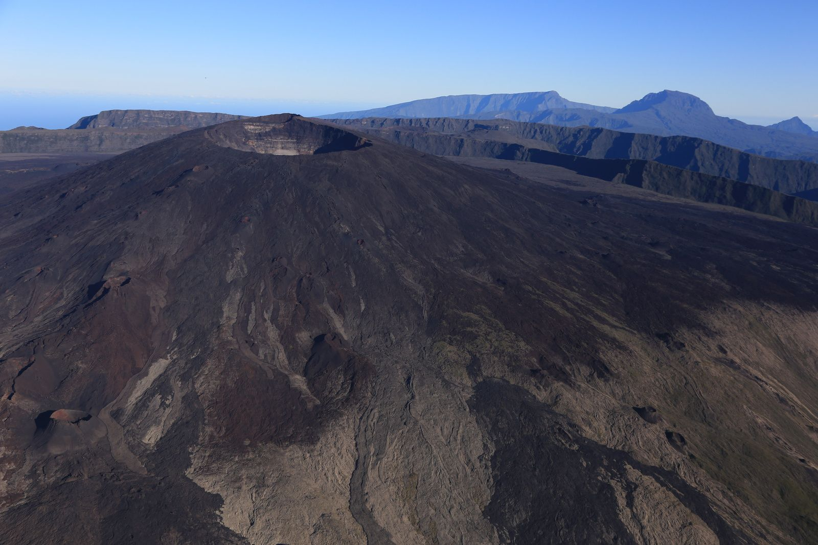 Piton de La Fournaise - north side - photo archives © Bernard Duyck