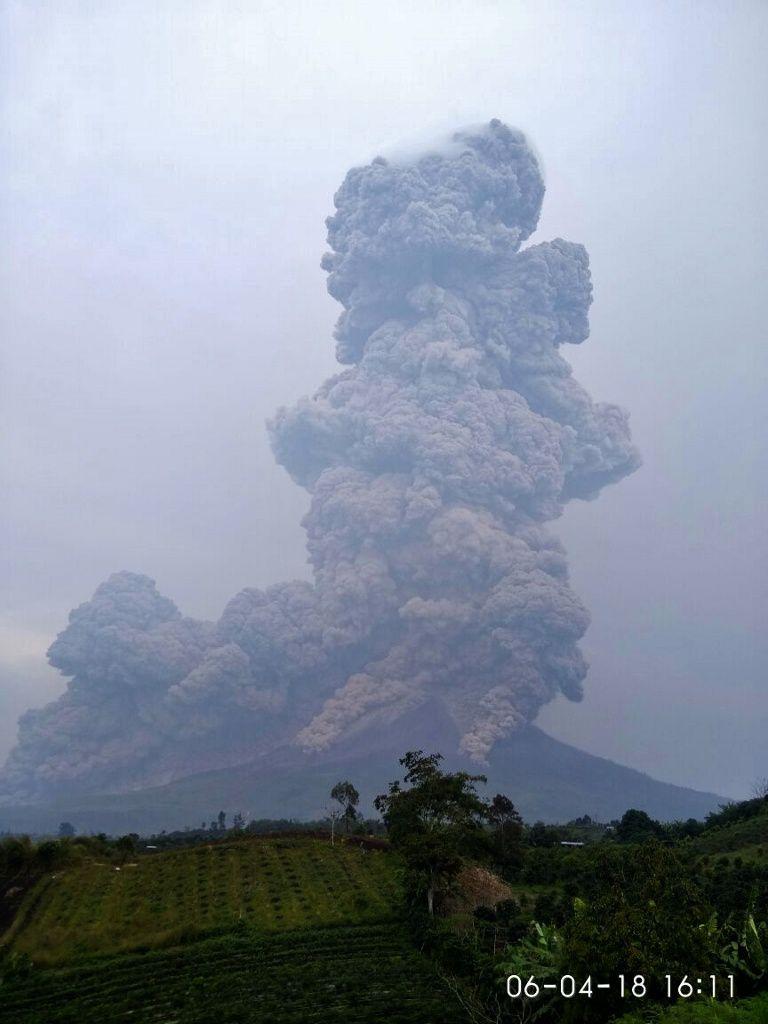 Sinabung - éruption du 6 avril 2018 / 16h11 locale  - photo BNPB