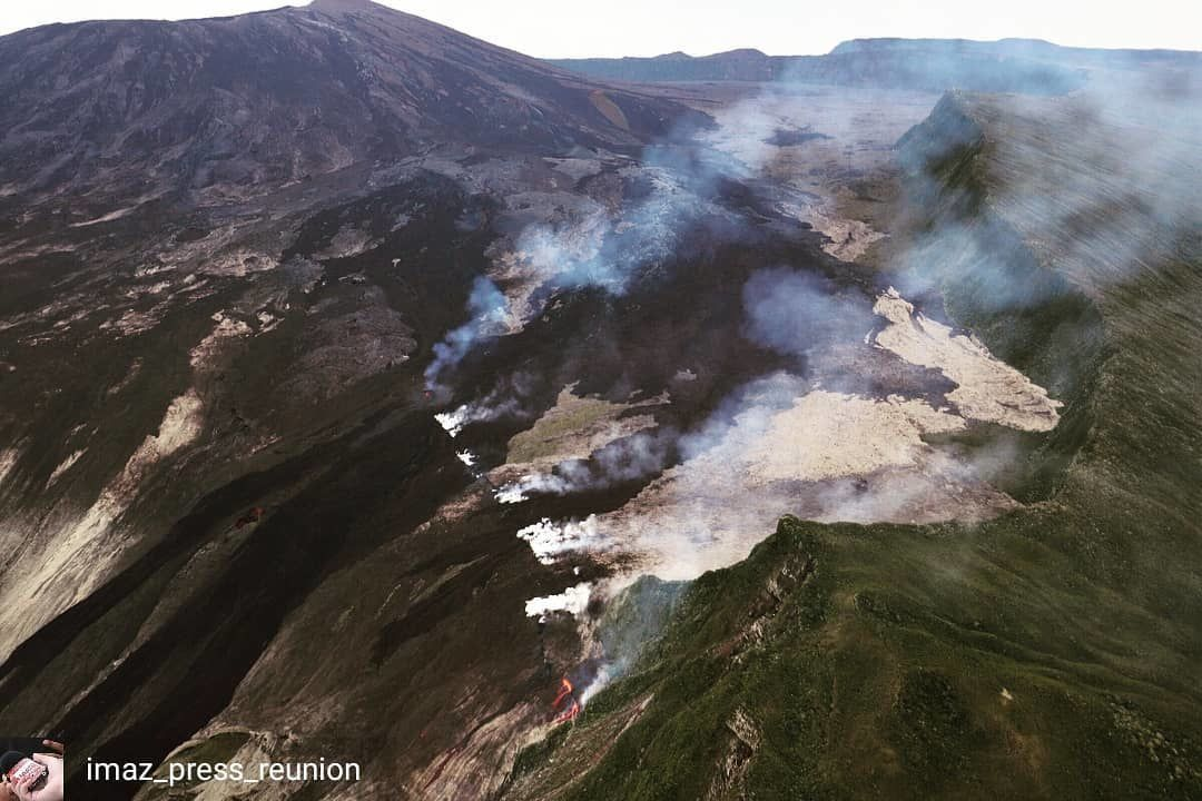 Piton de la Fournaise - eruption April 3-4, 2018 - From the back to the foreground, we can see the active focus, a crack that did not emit lava, then shifted down, two others cracks having emitted lava flows or active at the time of shooting - image IPR