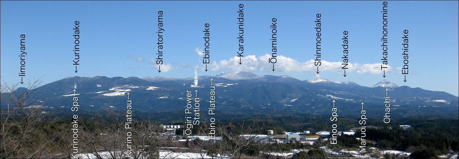 Location of the Ebino Castle within the Kirishima complex - in the center (white letters) and on the left in the photo in relation to the Shinmoedake - Doc © Ray_go, wikipedia