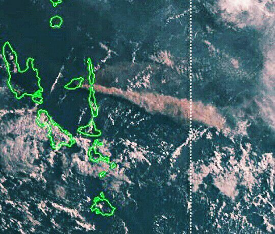Ambae - plume of 11.04.2018 / 7h to the east / Santo Ambae Disaster Support Community & Volcanic Ash advisory from 11.04.2018 / VAAC Wellington