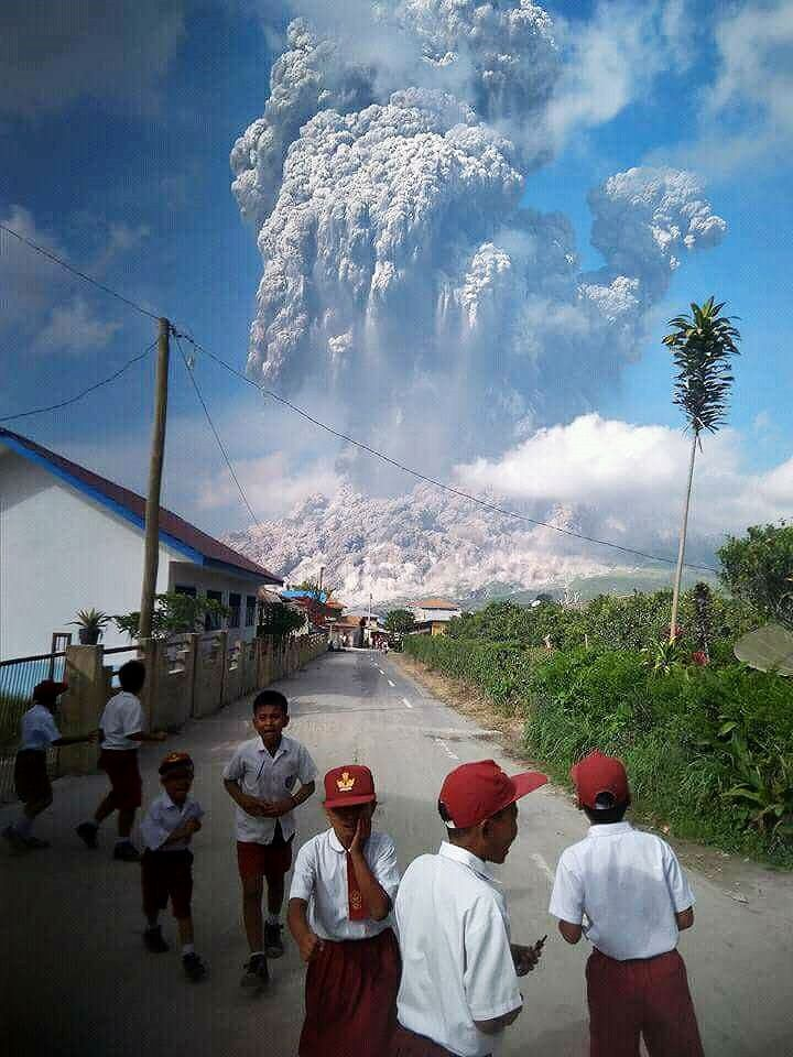 Sinabung - schoolchildren in areas near the volcano are impacted by the ashes emitted during eruption and after them - photo Mim Medan 19.02.2018