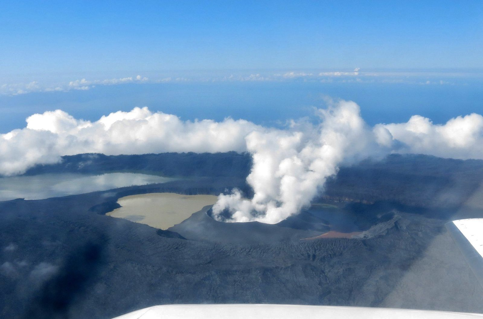 Ambae - volcanic cone separates Lake Voui into two parts, and ash emissions have stopped for the moment - photo 21.04.2018 Brad Scott / VGO