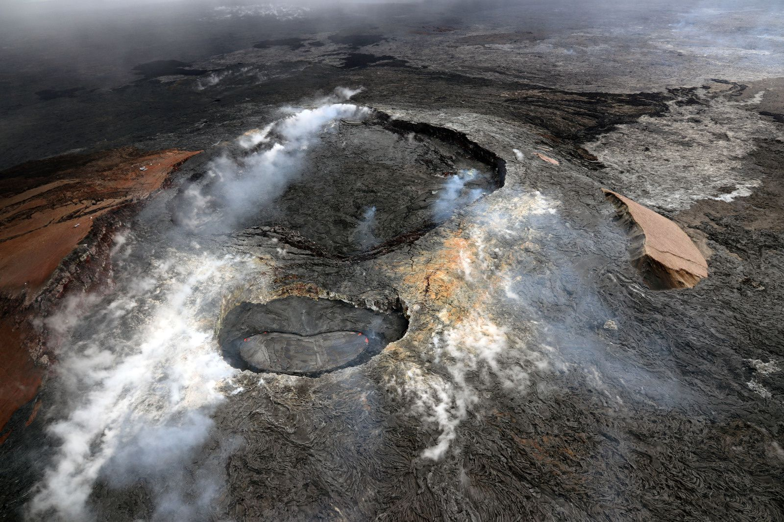 Kilauea - the top of Pu'u O'o with the main crater in the background, and the pit in the foreground. - photo 18.04.2018 HVO - USGS