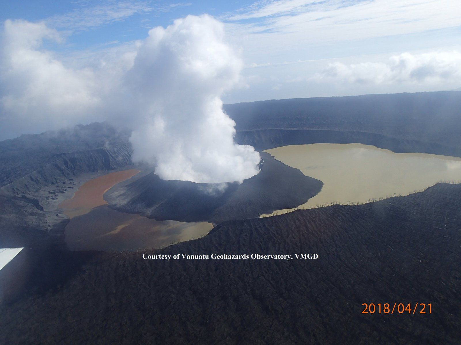 The lakes of Ambae Island: the Manorogoro, the Voui, and the Manoro - the active cone cuts Lake Voui in two parts - photo VGO / VMGD