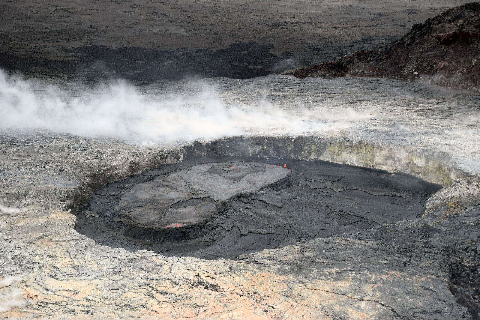 Kilauea / Pu'u O'o: recent overflows of the perched pond of the western pit have gradually filled the crater - HVO - USGS photo