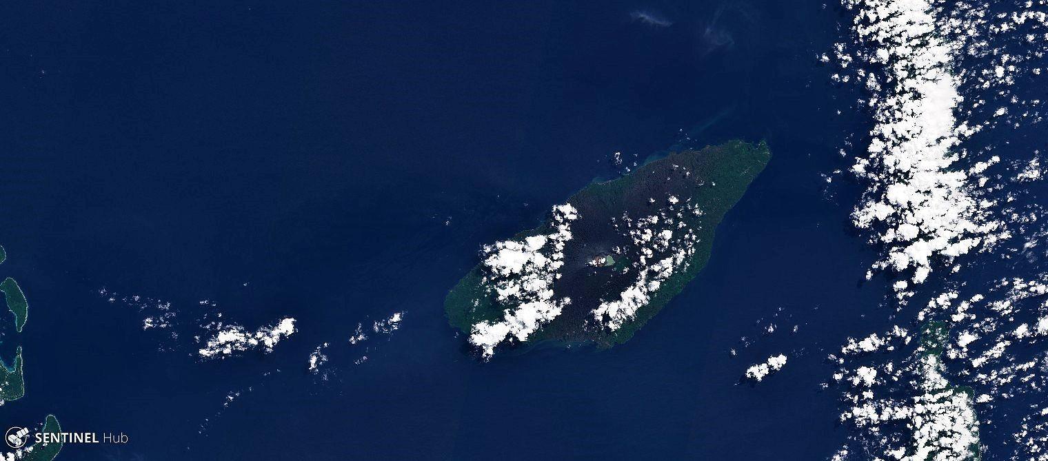 Ambae - images Sentinel 2 du 24.04.2018 - de haut en bas, vue générale et étendue des zones couvertes par les cendres -  Zoom sur les lacs et au centre le lac voui avec le cône actif / couleurs naturelles - image IR color 8-4-3  avec la végétation en rouge