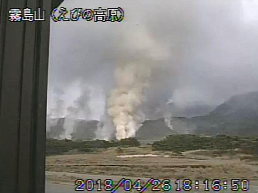 Ebino plateau / Yoyama : activité fumerollienne du 26.04.2018 / 18h16 - photo d'après une vidéo