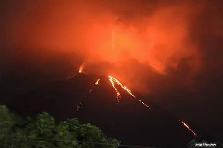 Pacaya - archive 18.04.2018, where 4 flows were present- photo J. Luis mejicanos via Pacaya volcano FB