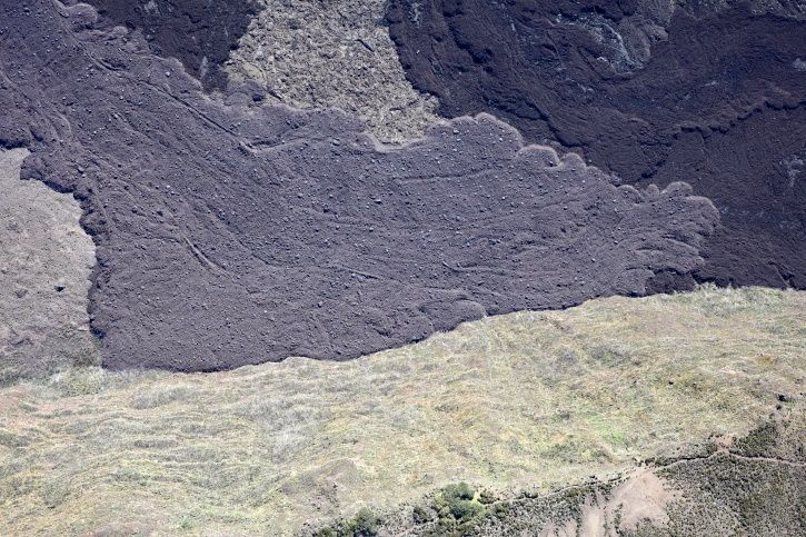 Piton de La Fournaise - Shot of the rampart of the lava flow at the foot of the ramparts of the Enclos Fouqué on 30.04.2018 at 10:20 am. (© OVPF / IPGP)