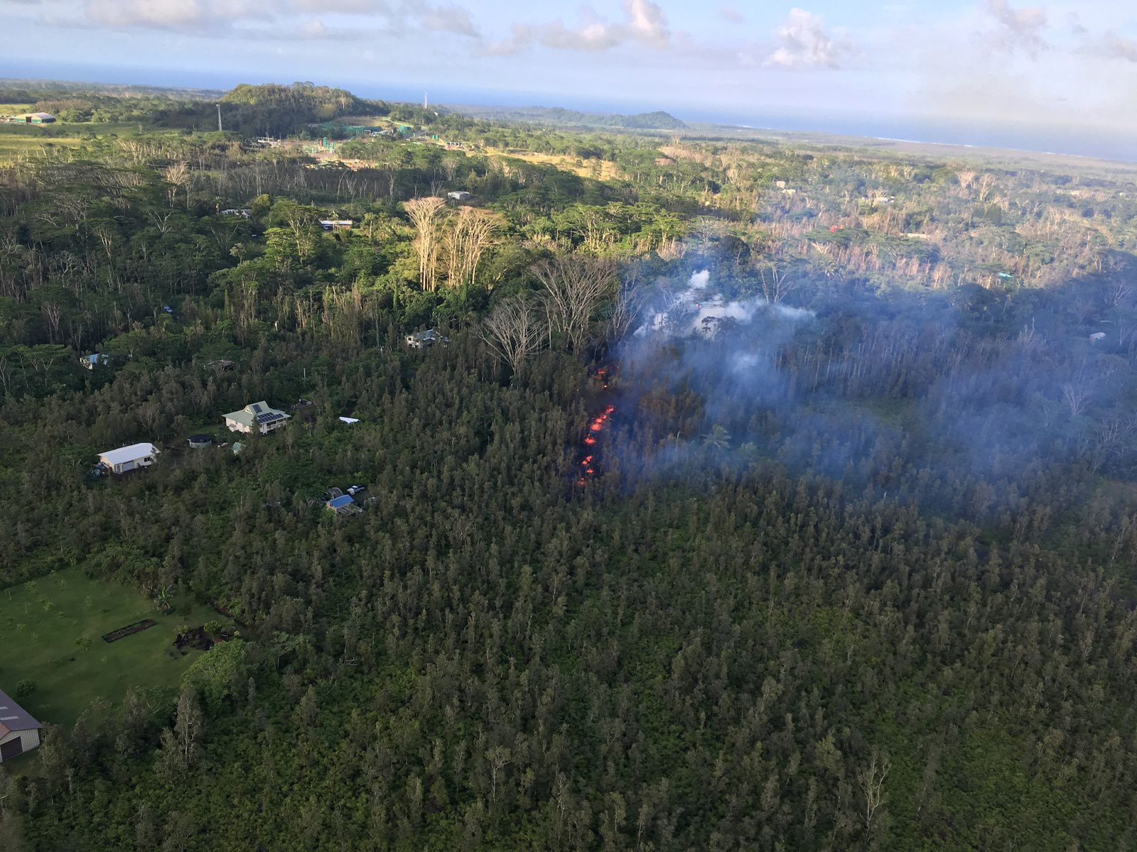 Hawaii - An eruption blew this May 3 in Leilani Estates Subdivision in the Lower East Rift Zone of Kīlauea - Photo HVO - USGS