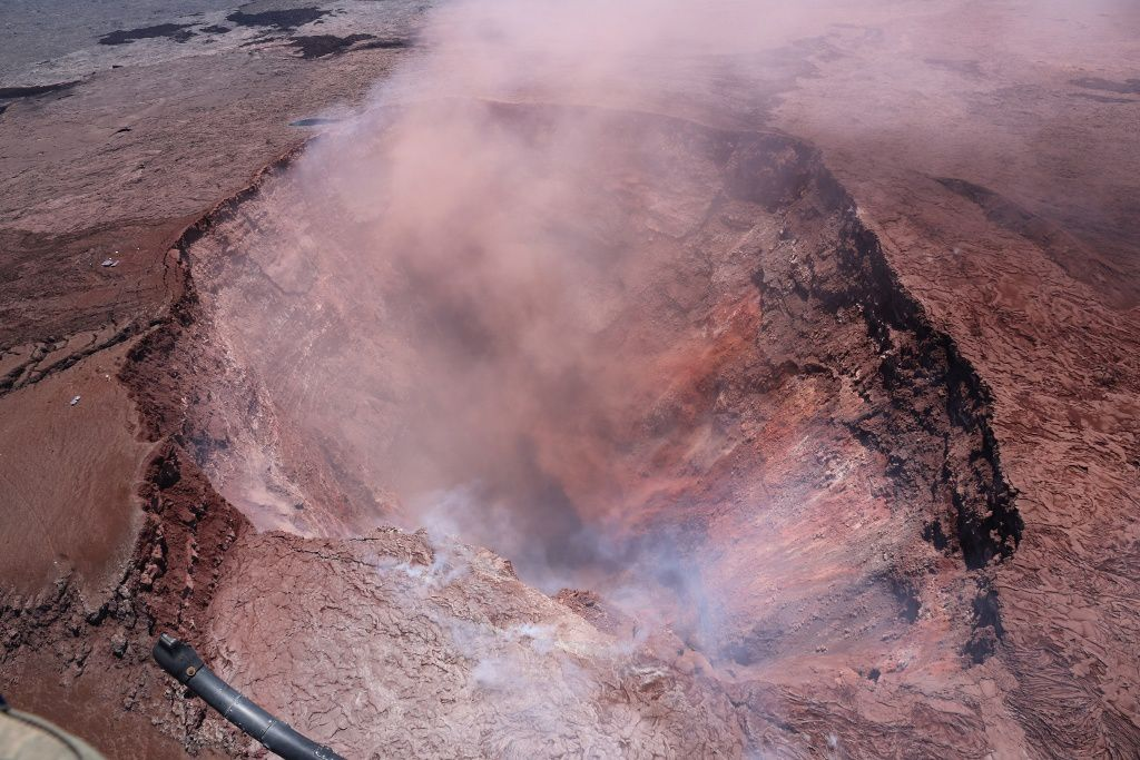 Kilauea - after bad weather conditions, a thinning makes it possible to see the crater of Pu'u O'o on 03.05.2018 - photo HVO-USGS
