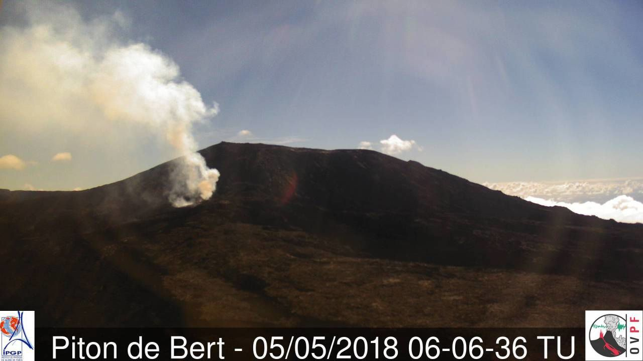 Piton de La Fournaise - the eruptive site is well cleared this 05.05.2018 / 6h06 - webcam Piton Bert