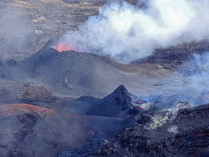 Piton de La Fournaise - the eruptive site on 03.05.2018 at 12.30 local time - photo © IPGP- OVPF