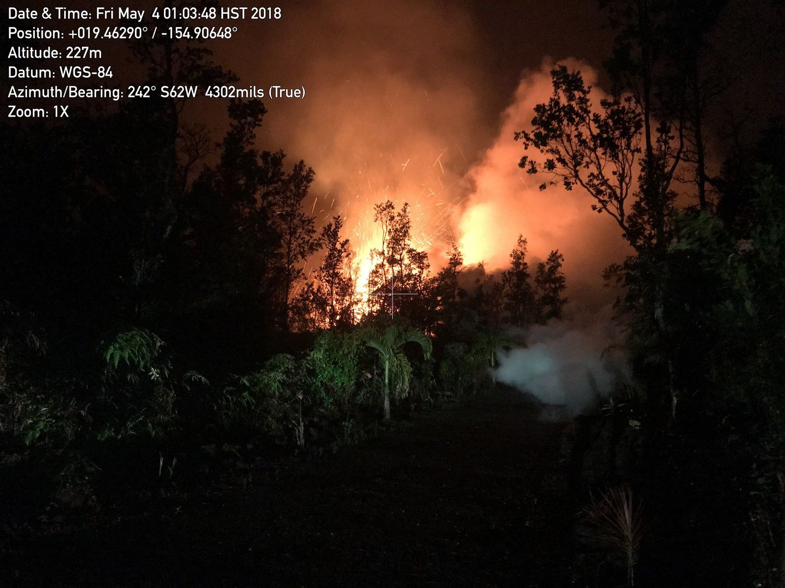 Kilauea rift zone East - 04.05.2018 / 1h03 opening of fissure 2 - photo HVO - USGS