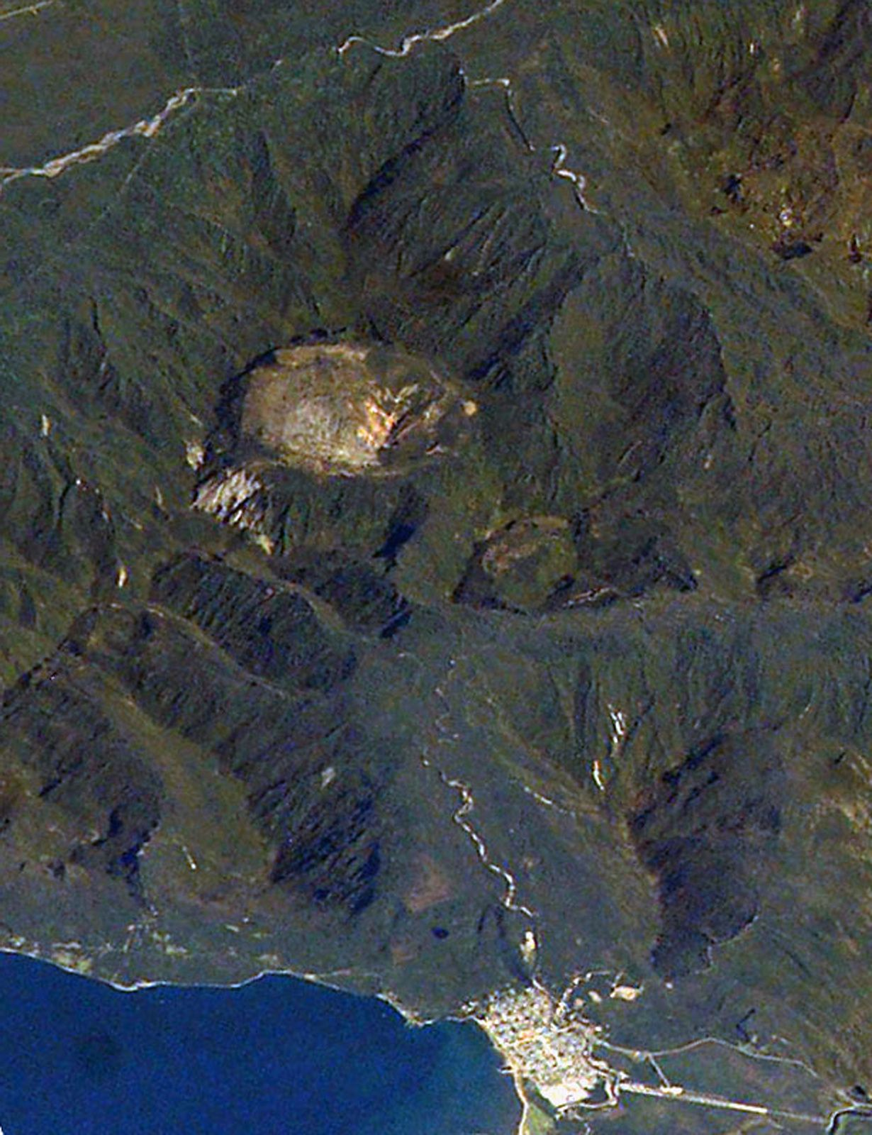 The Chaiten in 2003, before the eruption, dominating the city of the same name - doc.Nasa