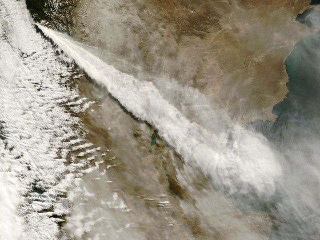 Chaiten - 03.05.2008 / 10h35 - the eruptive plume extends 700 km to SE, Argentina and the Pacific - photo Nasa Terra Modis