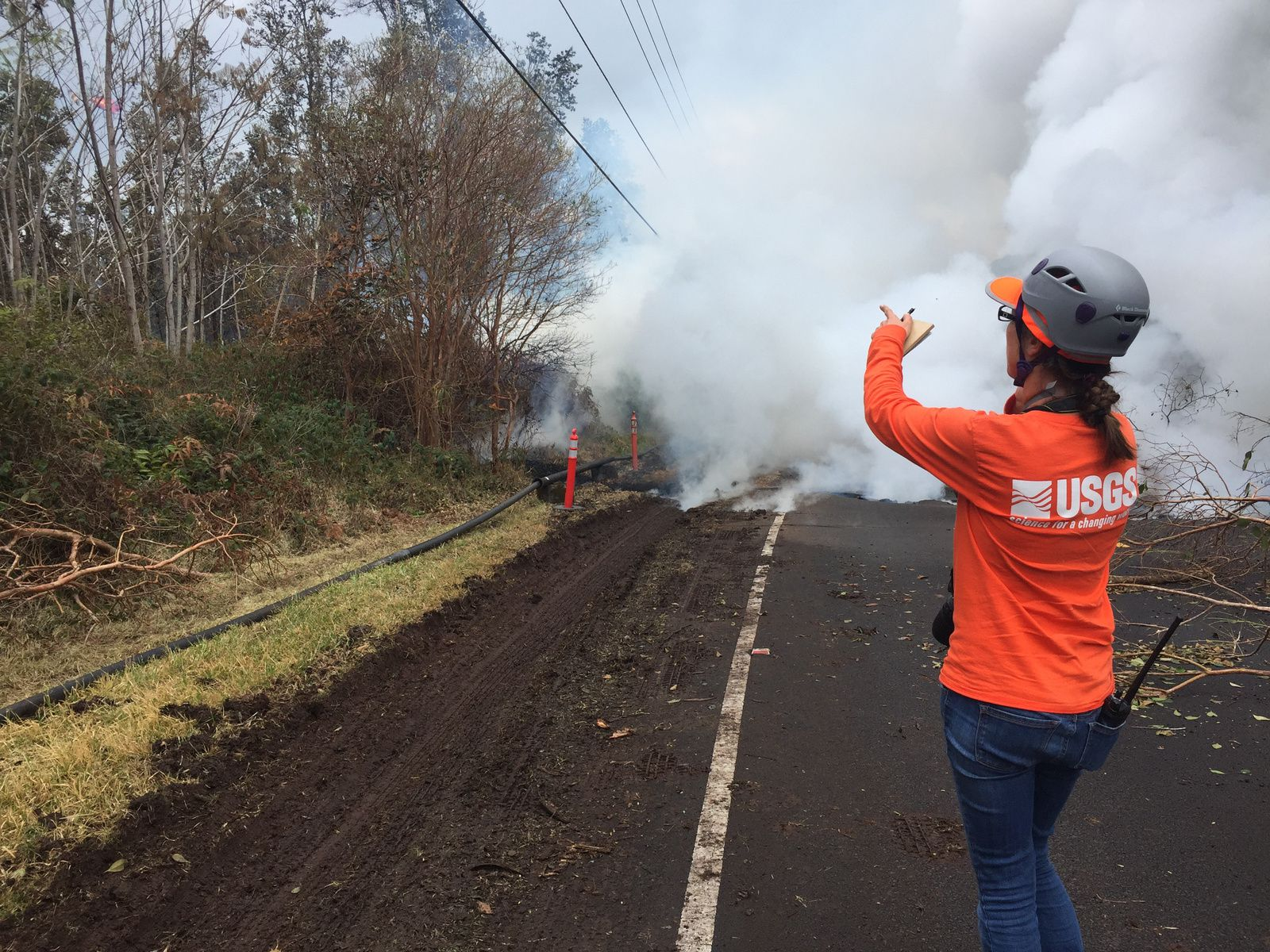 Kilauea - East rift zone - 09.05.2018 / 13h00 HST. - nouvelle fissure, #15, sur Pohoiki Road - photo HVO - USGS