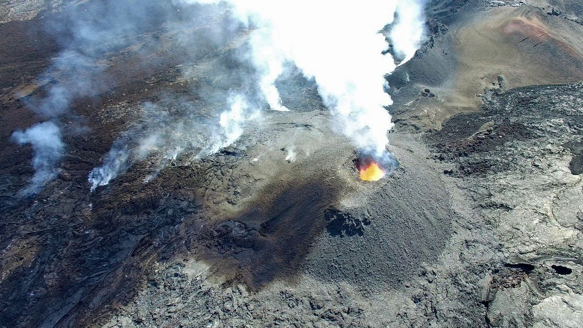 Piton de LaFournaise - the main cone on the erupting site - photo OVPF / twitter
