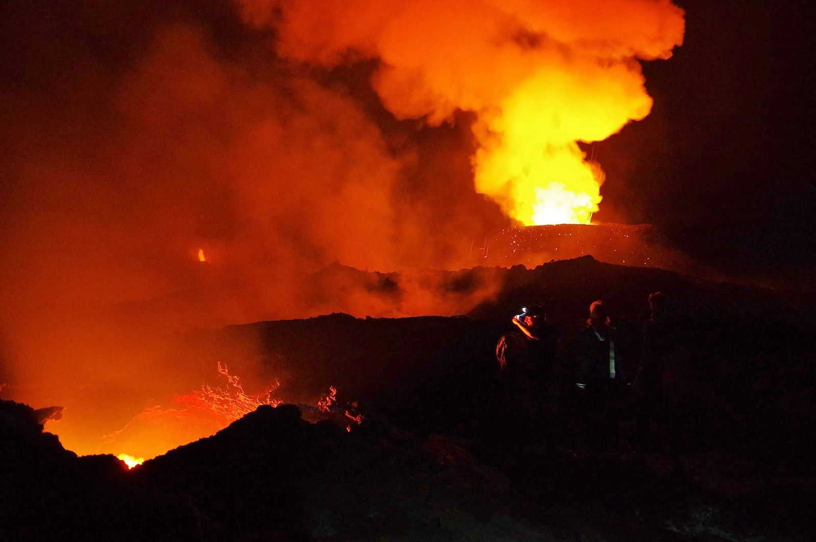 """Piton de La Fournaise - 07 & 08.05.2018 - the main cone on the right - on the bottom left the secondary cone and its """"Olympic flame"""", in the foreground on the left the opening on the lava tunnel - photo Cédric Normand"""