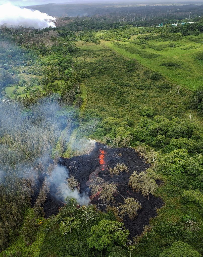 Kilauea - East rift zone - crack # 16 on 12.05.2018 / 8:27 am HST - photo Hawaii county fire dt via HVO
