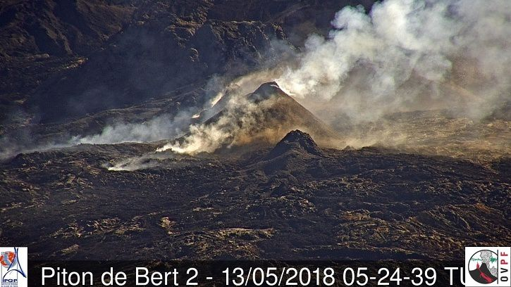 Piton de La Fournaise - 13.05.2018 / 05:24 UTC - 9:24 am - the eruptive site from the webcam located at Piton Bert (IRT / OVPF). (© OVPF / IPGP)