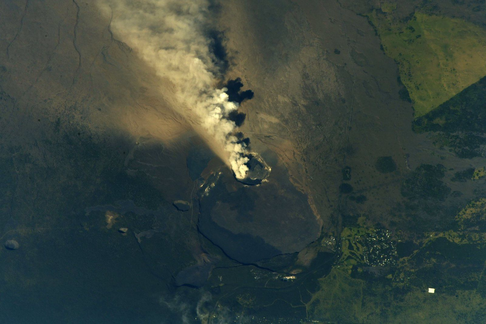 NASA astronaut Drew Faustel photographed on May 13, 2018 the ash plume of Kilauea from the ISS