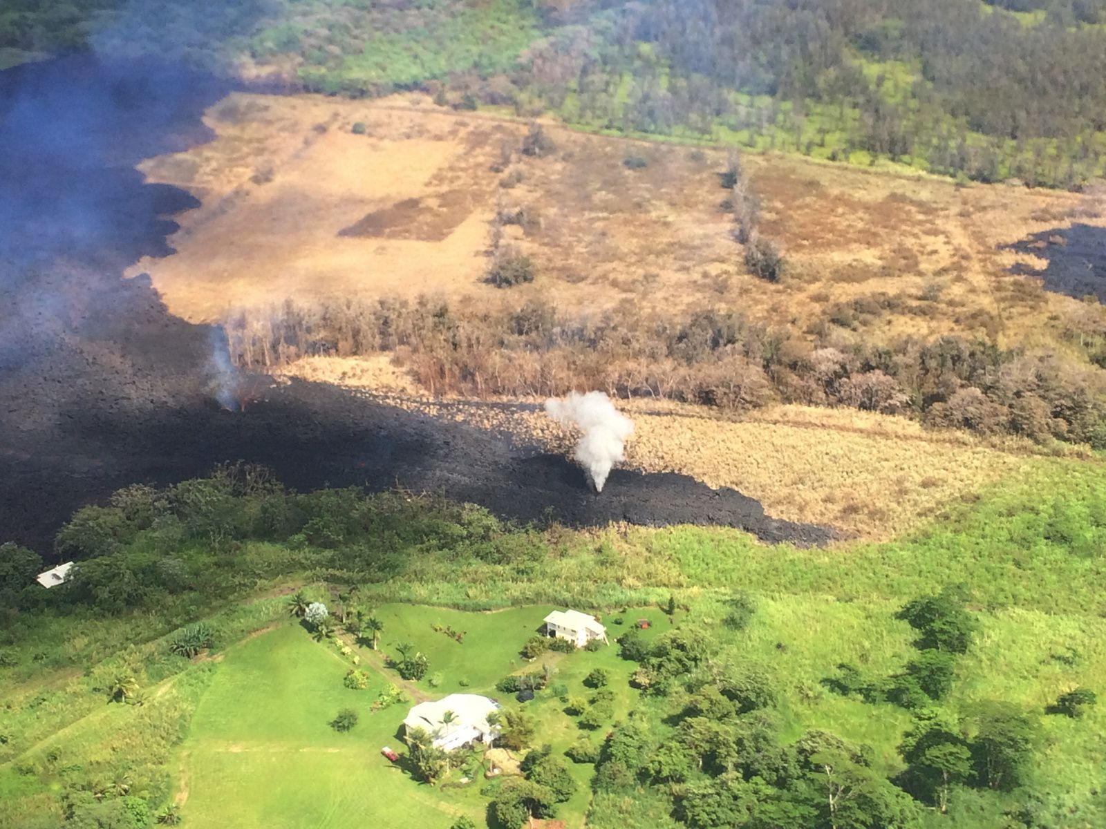 2018.05.14 Kilauea - East Rift One - 14.05.2018 / 2.30pm - Steam Jets on fissure 17 in the Active Fountaining Zone - Photo HVO - USGS