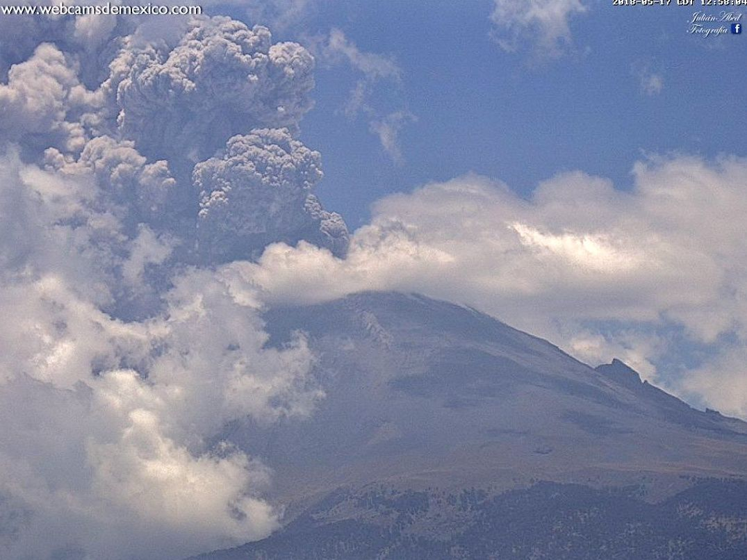 Popocatépetl - ash plume of 17.05.2018 - Doc. Webcams from Mexico