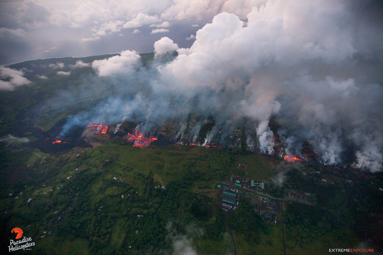 Kilauea - East rift zone 18.05.2018 - many active cracks and significant degassing - photo Bruce Omori / Paradise helicopters