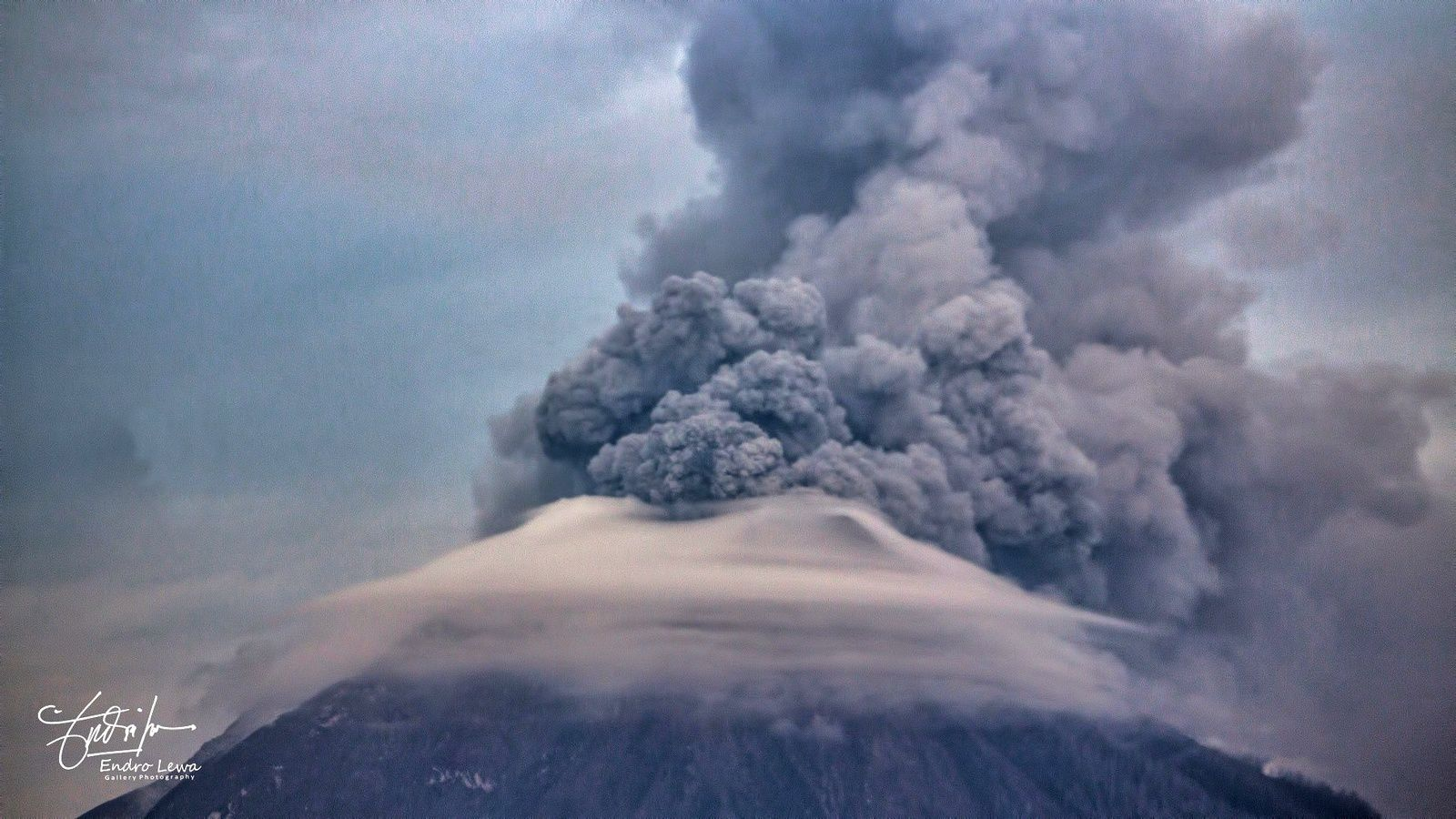 Sinabung - émission de cendres le 19.05.2018 / 7h19  - photo  Mbah Lewa