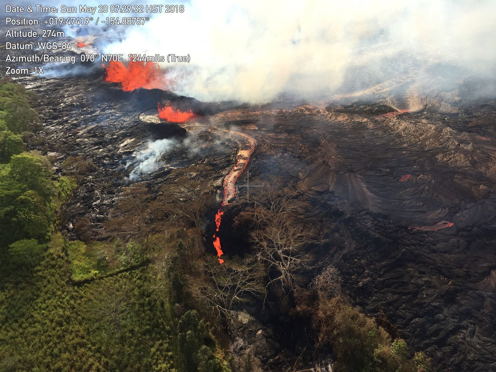 Kilauea East rift zone - 20.05.2018 / 7:29 am - East channellava flowingin open fracture on May 20th - Photo HVO-USGS