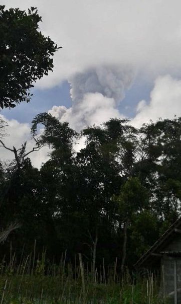 Merapi - eruptive episode and plume of the 24.05.2018 / 10h48 - photo Magma Indonesia