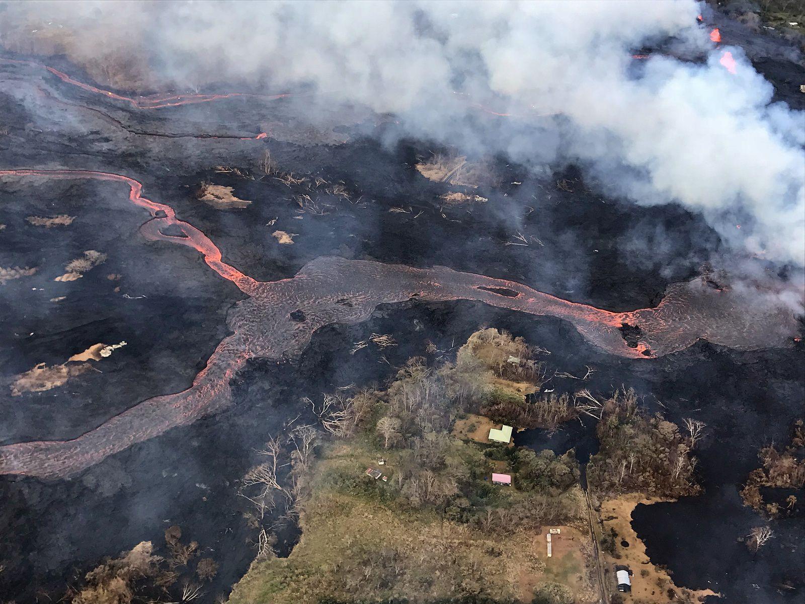 Kilauea zone de rift Est - 23.05.2018 : coulées de lave au départ de la fissure 22 peu visible sur cette photo  de l'HVO