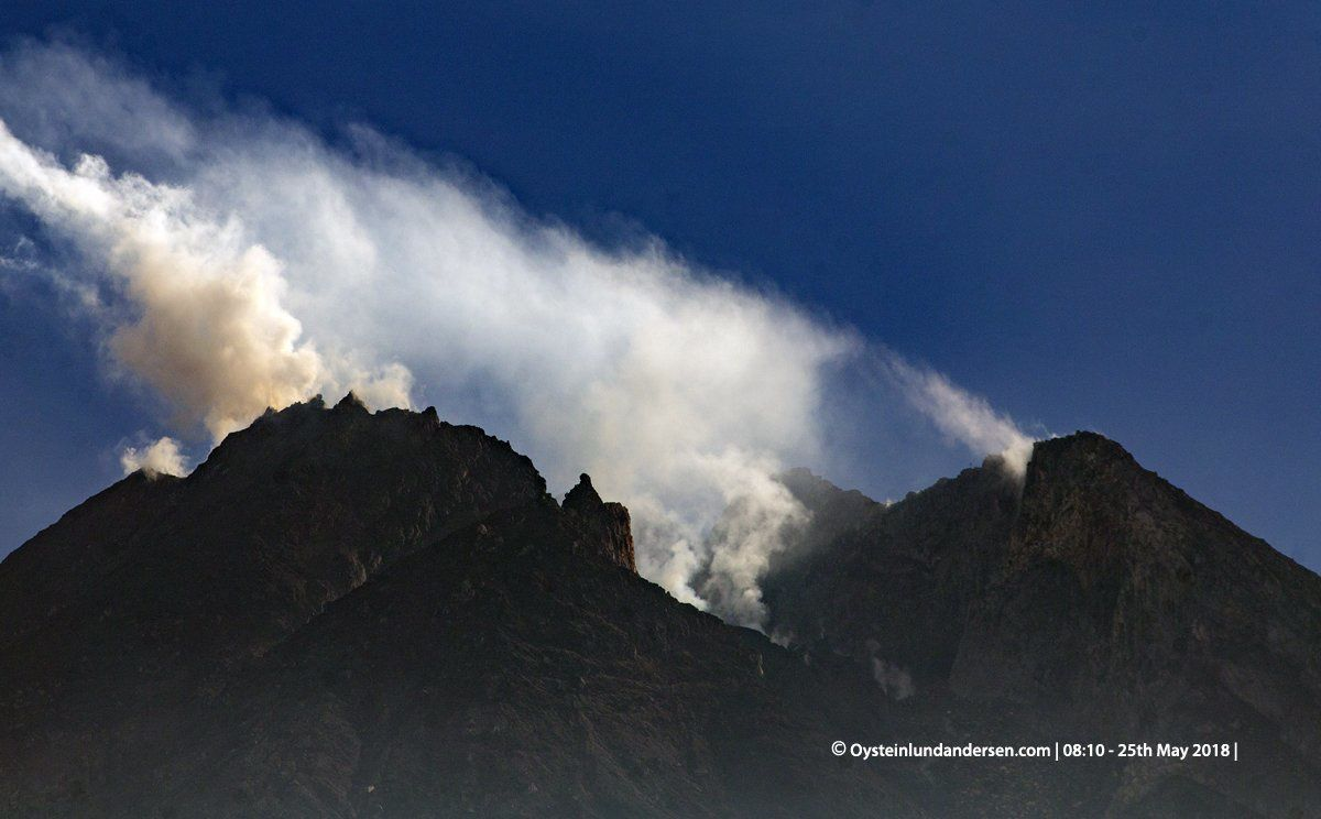 Merapi - degassing on 25.05.2018 / 8:10 am - photo Oystein Lund Andersen