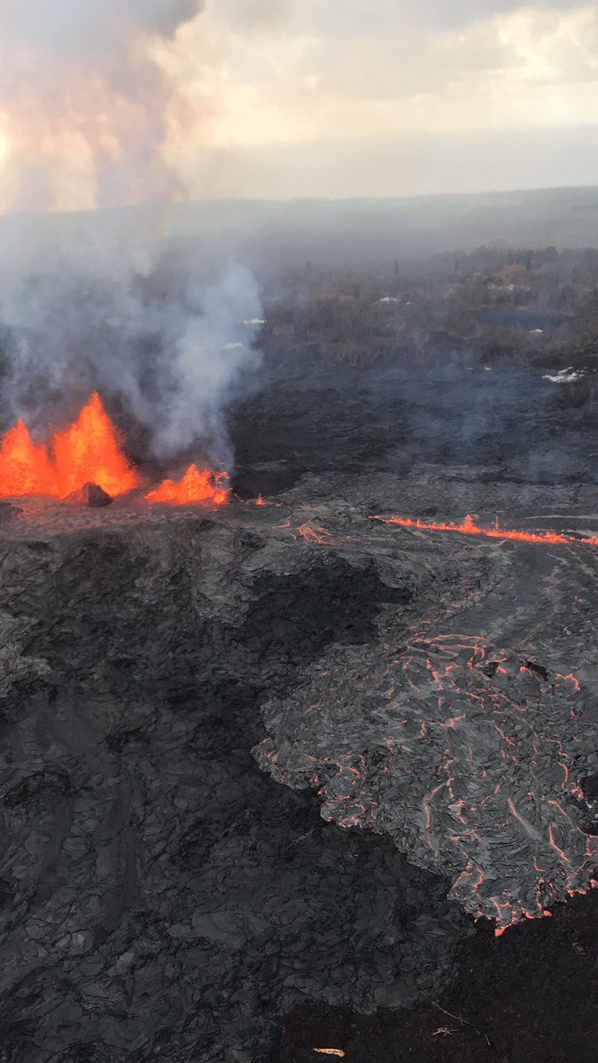 Kilauea East Rift Zone - Fountainig and Lava Flow on fissure 7 - Photo HVO-USGS