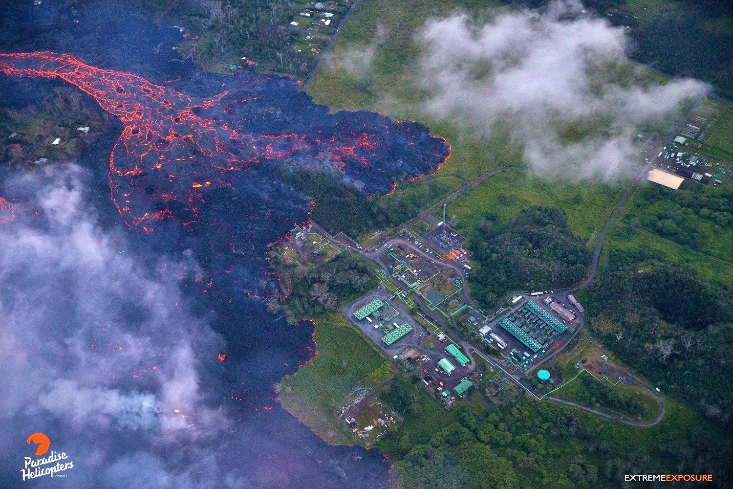 Kilauea East rift zone - 27.05.2018 / 5h 45 pm - lava penetrates the GVP field - photo Bruce Omori / Paradise Helicopters