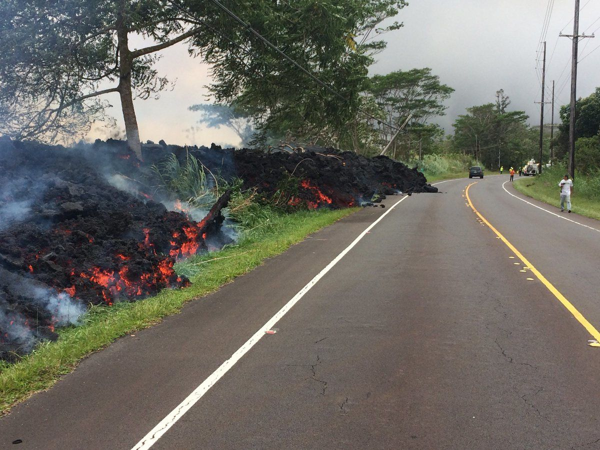 Kilauea East rift zone - 29.05.2018 / 5h45 Lava flow crossing the Highway 132 - photo USGS