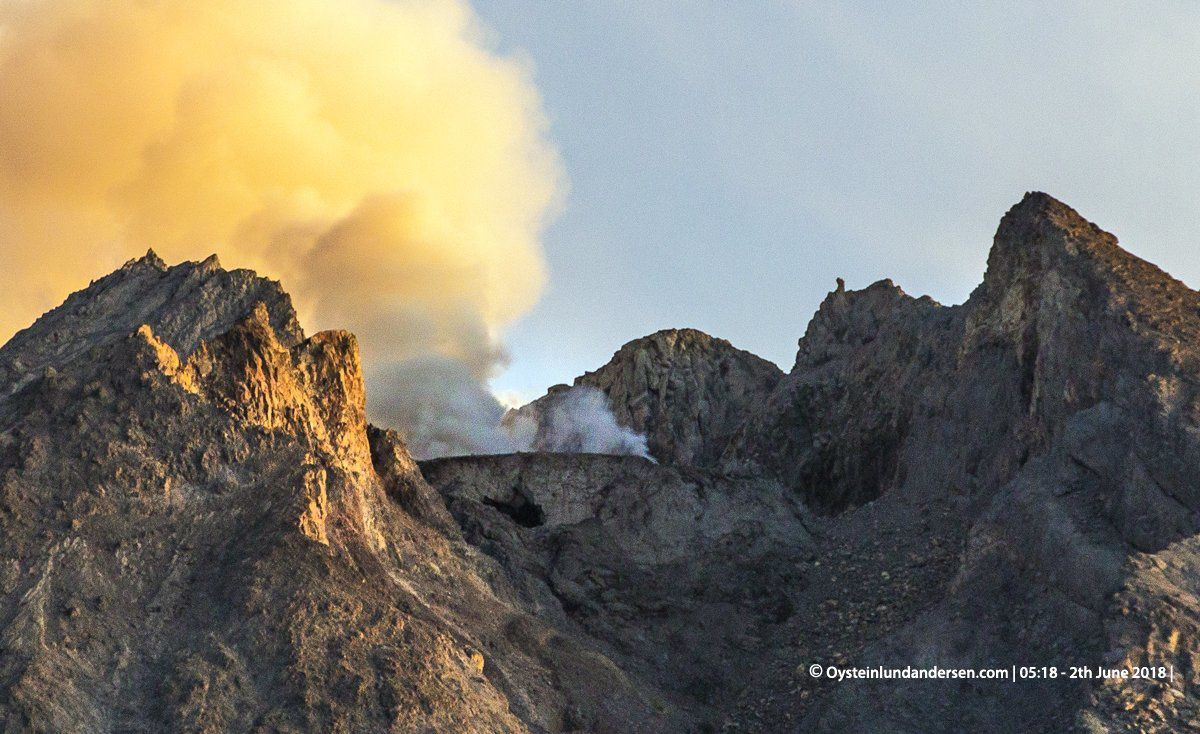 Merapi - 02.06.2018 / 5:18 local - degassing - photo Oystein Lund Andersen