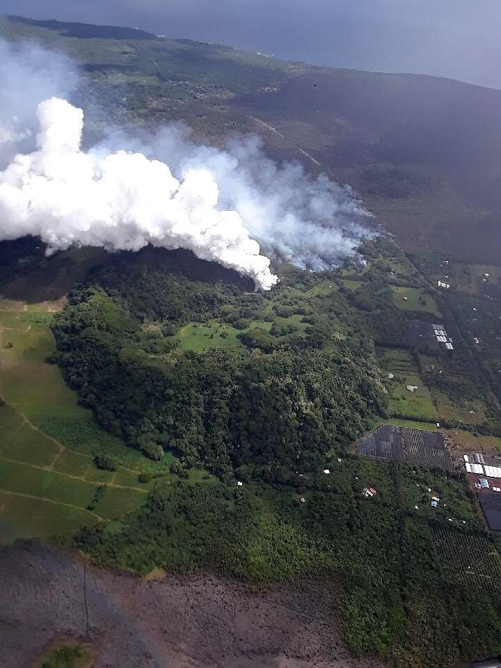 Kilauea East Rift Zone - Steam plume during Lava entered Green Lake - Photos 02.06.2018 Bruce Omori / Paradise Helicopters